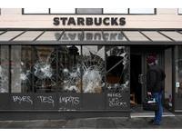 ▲▼ 法國黃背心運動進入第4周,全國示威抗議群眾達13.6萬人,已知135人受傷。圖為12月8日法國各地示威活動。(圖/路透)