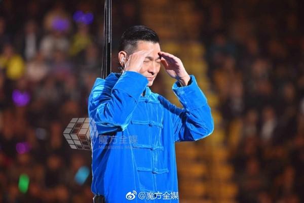 刘德华失声痛哭不能再唱了取消3场 官方曝最新状况!