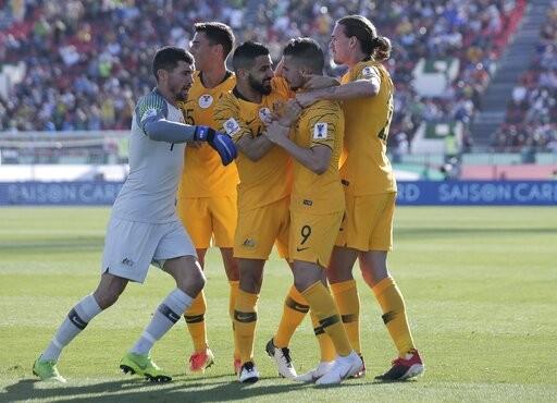亚足赛/2分钟进2球 卫冕军...