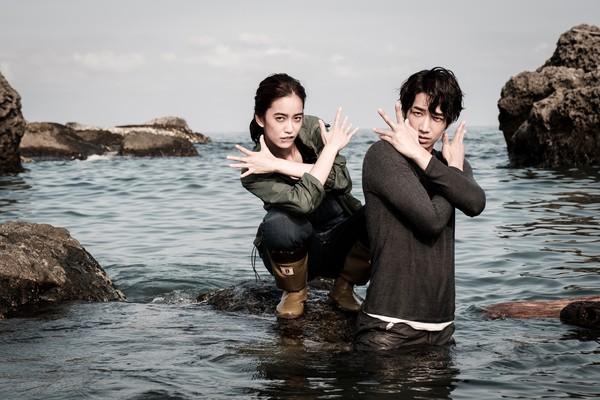 刘以豪海中甜吻陈庭妮 我不会放弃你 戏水玩到导演崩溃图片