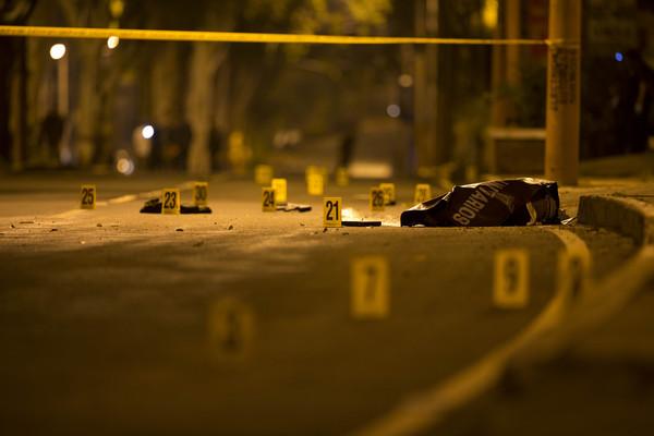 ▲▼槍戰示意圖,犯罪現場,槍戰,駁火。(圖/達志影像/美聯社)