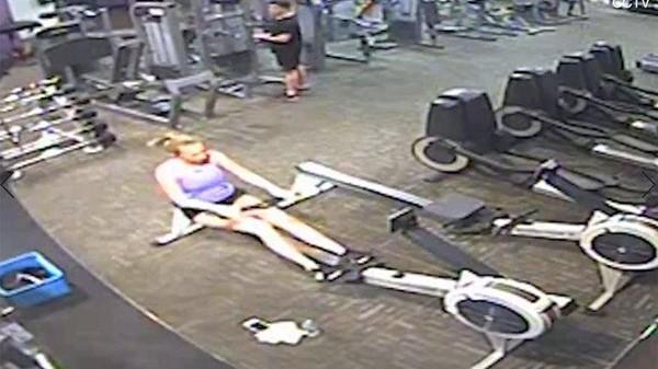 21岁健身美女脸变蓝「瘫倒健身房」! 昏死3天