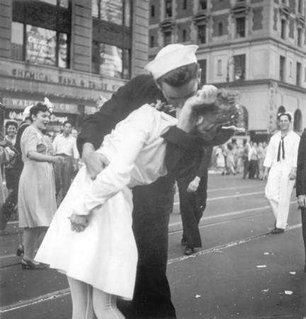 ▲▼二戰經典照「勝利之吻」。(圖/達志影像/美聯社)