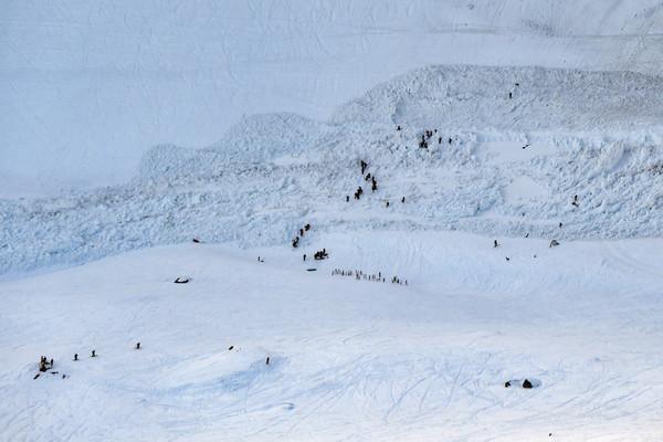 ▲▼ 瑞士西南部克蘭蒙丹納(Crans-Montana)的Plaine-Morte滑雪坡當地19日下午發生雪崩。(圖/達志影像/美聯社)