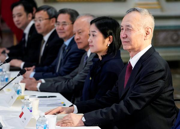 ▲▼美東時間21日登場的第七輪中美貿易談判,劉鶴與中方代表團成員。(圖/路透)