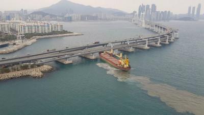 俄國式酒駕「6000噸貨輪撞大橋」 船長爛醉還想肇事逃逸