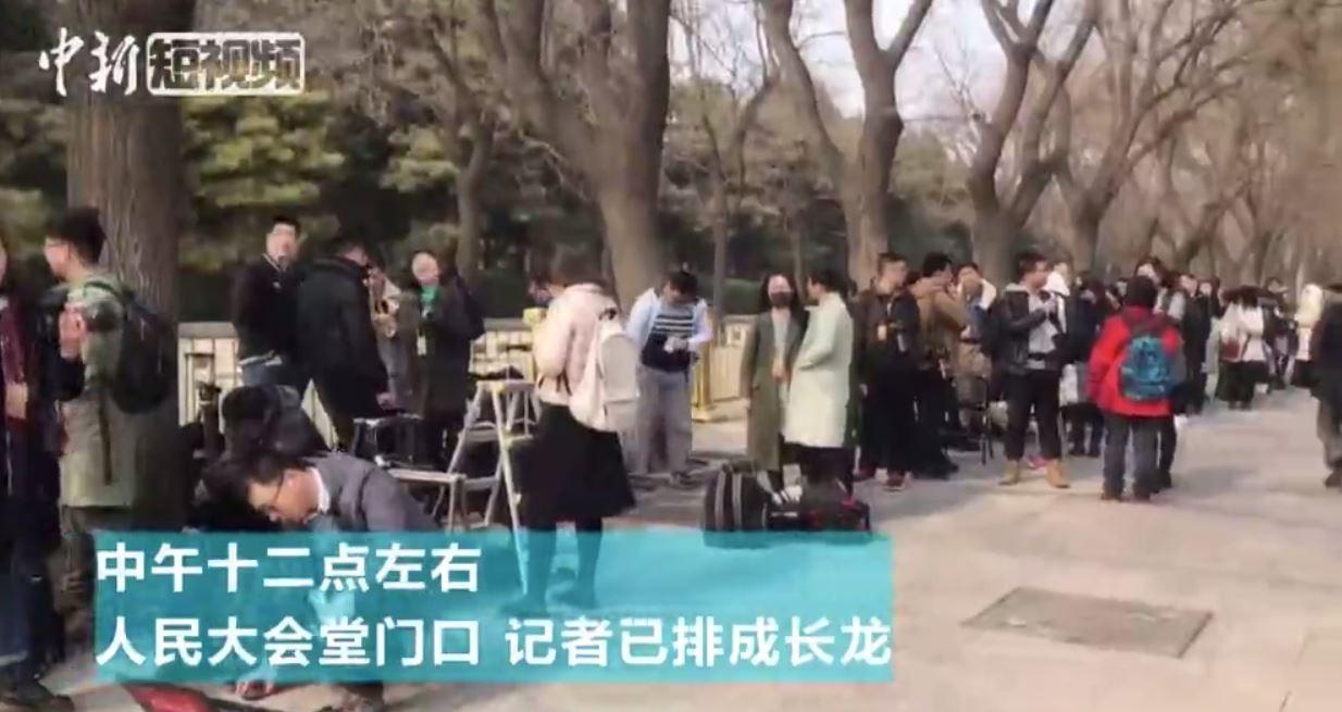 ▲▼政協記者會開幕記者排隊。(圖/中新社)