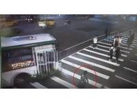 ▲▼公車從重慶北路右轉忠孝西路時,未注意、禮讓行人釀悲劇。(圖/記者邱中岳翻攝)