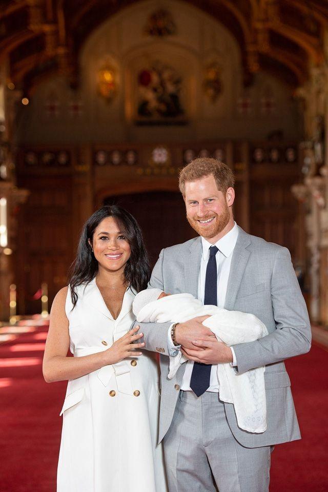 「小亚契」将海外短居 梅根与哈利王子三人小家庭的未来动态