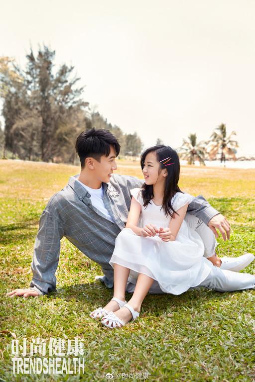▲吳尊和NeiNei拍攝雜誌查封皮照。(圖/翻攝己微落/時尚强大健)