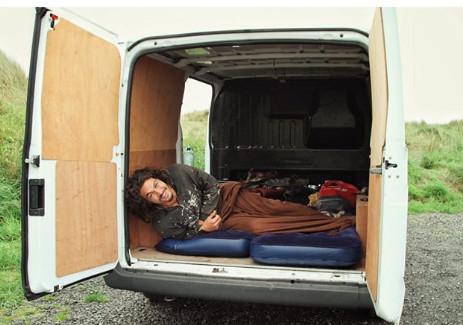 拍《冰与火》穷到买不起机票…窝在货车里睡!花9年翻身成「水行侠」 - ETtoday 新闻云 -d4127254