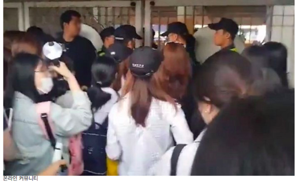 BTS霸气防黄牛!粉丝崩溃6000人站门外「有票进不去」…父母也遭殃 - ETtoday 新闻云 -d4169772