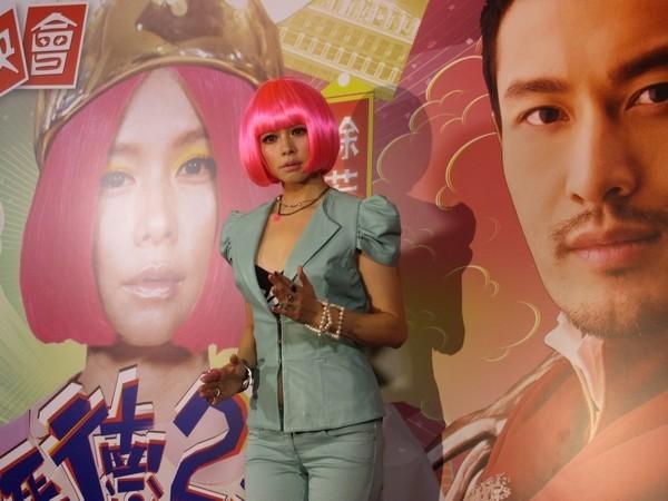 另外《恋恋海湾》中饰演回乡ol的金小曼,则被指从《宝岛漫波》至今
