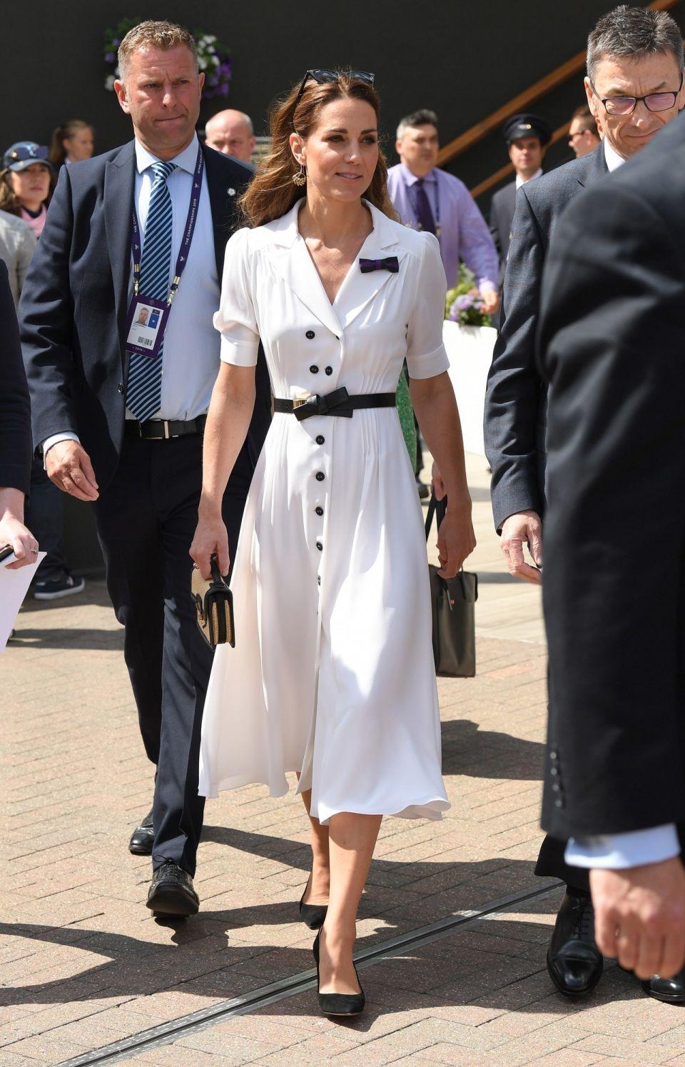 凯特王妃温网必穿「连身洋装」 复古旧包背出新花样