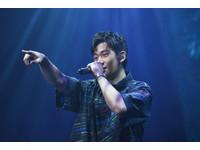 ▲2019高校畢業歌直播發表會,周興哲演唱。(圖/記者林敬旻攝)