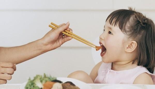 ▲▼吃貨,女童,吃飯。(示意圖/CFP)