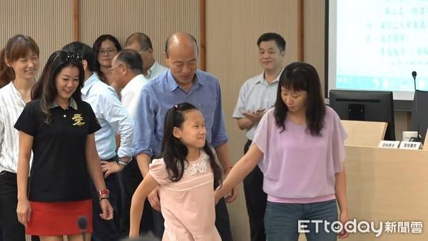 ▲▼韓國瑜出席市政會議,表揚019總統教育獎。(圖/記者洪正達攝)