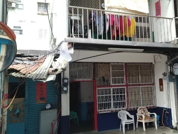 ▲▼宜蘭最後一家有牌妓女戶,合稱羅東鎮「後街」的「松月屋」(圖右)走入歷史。(圖/記者游芳男翻攝)