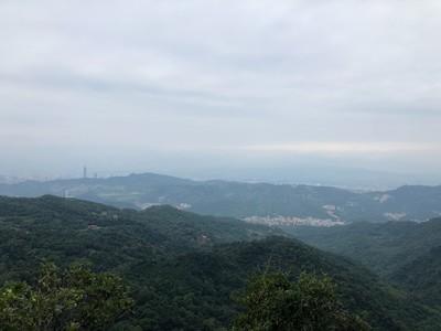 全台北都是我的後花園!石碇秘境「筆架山」眺望北台灣 攻完頂還有綠豆湯喝