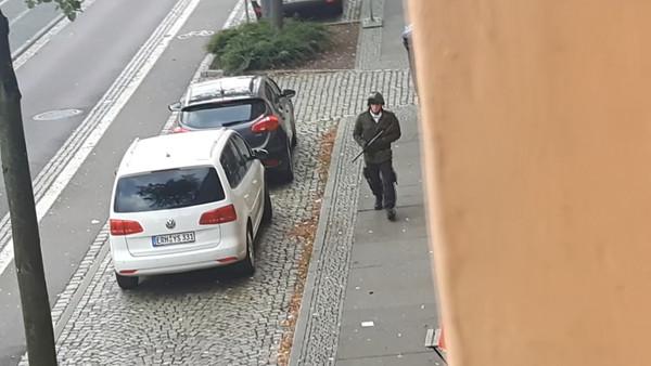 ▲▼「贖罪日」猶太會堂外槍響…軍裝槍手掃射扔手榴彈 德國東部2死。(圖/路透)
