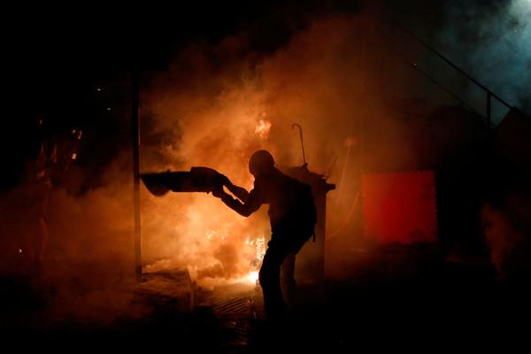 ▲▼11月12日香港中文大學衝突。(圖/路透)