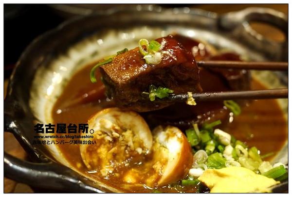 新�z!y�g�o��.+y����b_里面有大根(白萝卜),白煮蛋,蓌簅,油豆腐和百页豆腐,除了大根和蛋以