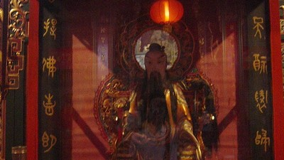 跑到廟裡亂罵!男子指神像怒嗆「不是很厲害」 身體痛一個月治不好