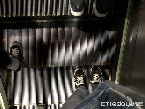 「每個人都在瞪你」搭北捷電扶梯站左邊挨嗆 台大教授:被羞辱是必要的