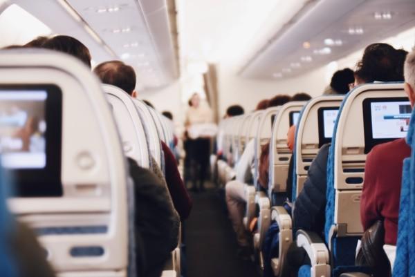 机舱美容5招,口罩原来是好物
