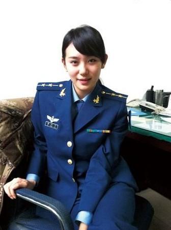 军事资讯_空军某训练基地政治部的开心果徐彤彤,南京政治学院军事新闻传播系的