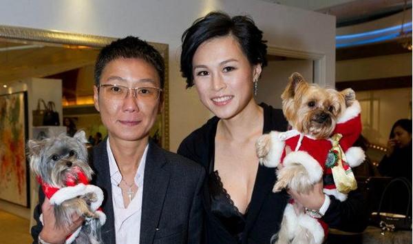 赵式芝杨如芯_赵式芝(右)2012年时曾公开宣布:跟与波尔表亚洲区代理商千金杨如芯
