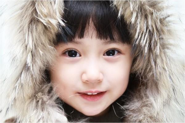 22   血统:韩国 韩国   可爱的佳恩跟自己的姐姐,妹妹都是韩国出了名