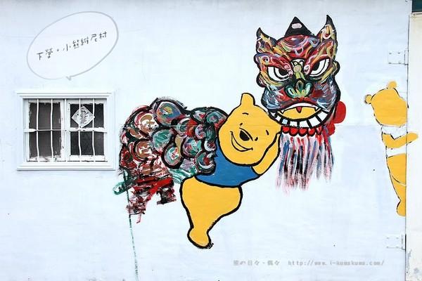 因为熊大和维尼抬神轿的图像实在太可爱了,让熊在彩绘村还没完成前就