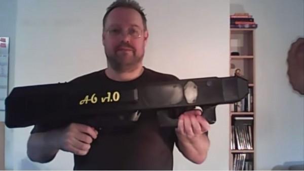3d列印新境界 德男打造世界第一全自动「纸飞机」手枪