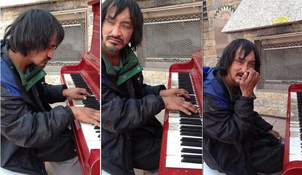流浪汉走近钢琴 弹了自创乐曲