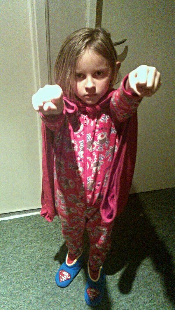 搭電梯時...女兒竟然拉著我偷說「叔叔一直弄下面!」