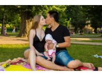中國「魯蛇」考不上大學 出國打拼娶烏克蘭18歲女神(圖/翻攝自愛偲烏克蘭微博)