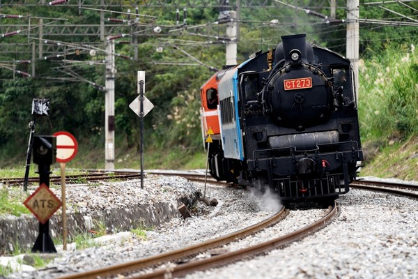 蒸火车手绘简易