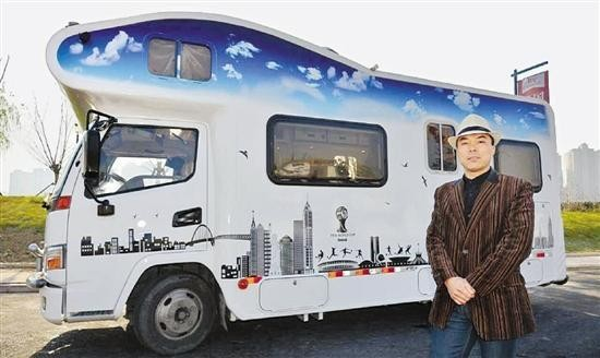 浙江土豪把货车改装房车 客厅厨房卧室俱全超豪华