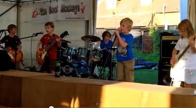英孩童組可愛搖滾團 嘶吼重金屬