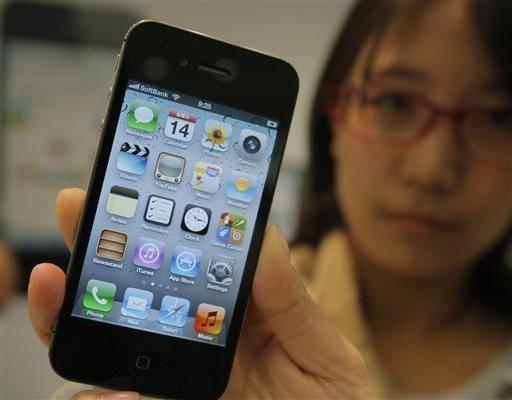 東京蘋果迷買到iPhone 4S。(圖/達志影像/美聯社)