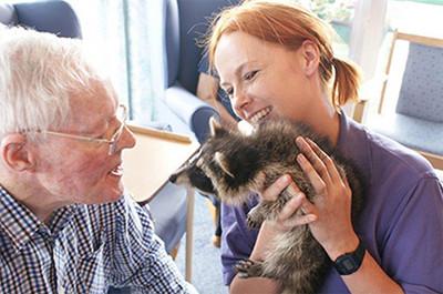 動物拜訪安養院,給爺奶親密的第一次
