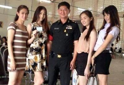 泰國徵兵奇景..女體充斥會場也沒啥啦