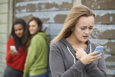 人妻臉書罵女大生小三 6親友跟風慘了