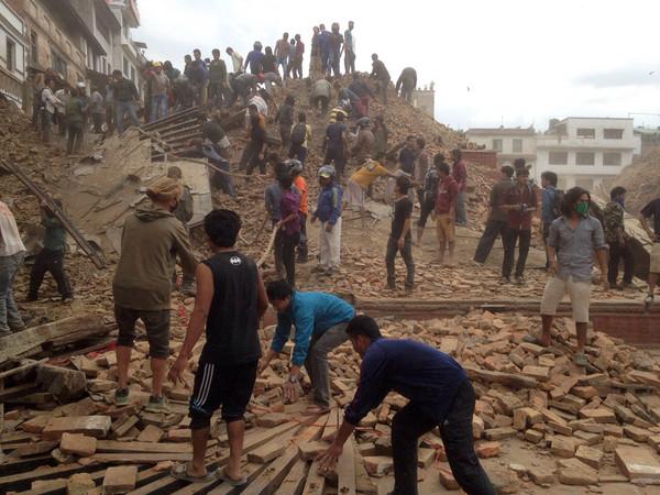 尼泊爾7.9強震逾千人死! 震垮古蹟、引雪崩鄰國有感