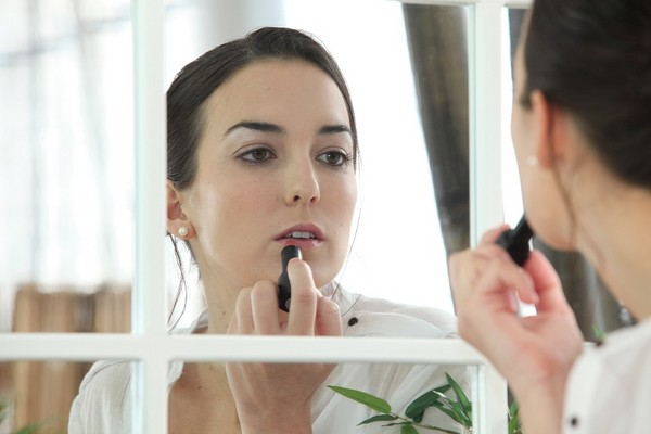 化妝 打扮 梳化 擦口紅示意圖(圖/達志/示意圖)