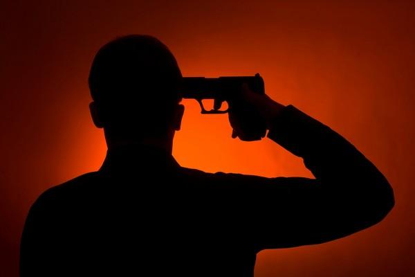 自殺 自盡 舉槍 舉槍自盡 自殘