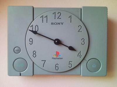 不忍丟掉初代PS,技術宅把它變時鐘