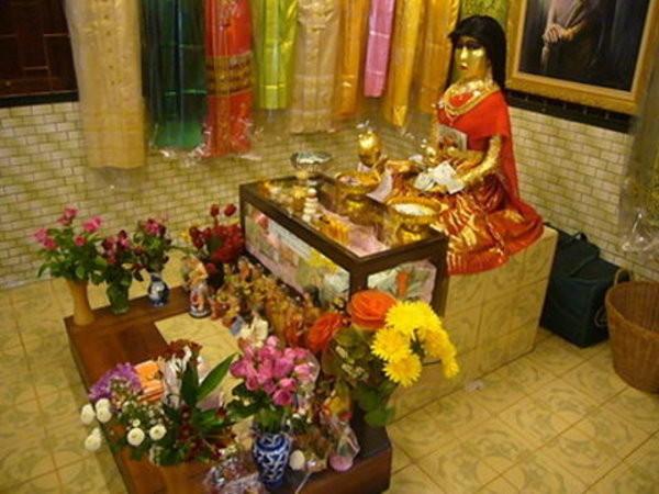 泰國娜娜的故事,當地人還建了一座「鬼妻廟」供奉她。(圖/翻攝自百度百科)