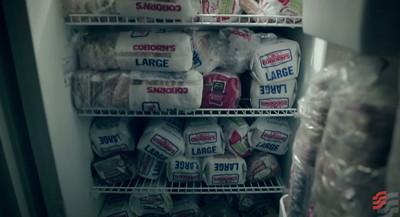家裡擺17個冰箱的理由…退休師每天送三明治給街友